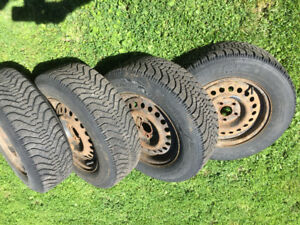 Tire d'hivers p195/70R14