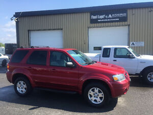 2007 Ford Escape Ltee awd automatique 3.0 litres Bas kilo