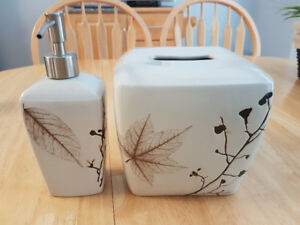 Natural Look - Kleenex box cover & Soap dispenser