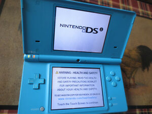 blue DSI with 4 games and cases (hard and soft )