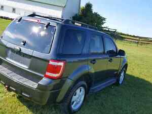 2008 Ford Escape XLT Suv •WINTER TIRES• London Ontario image 2