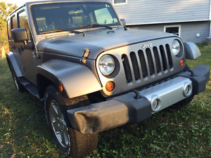 2009 Jeep Wrangler Saharah Unlimited SUV, Crossover
