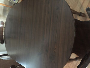 Kitchen table - includes 4 chairs