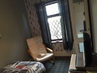 Single furnished room to rent