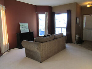 BLACKFALDS END UNIT! PRICED TO SELL! BRIGHT, OPEN AND SPACIOUS!