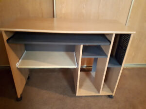 Desk in great condition!!