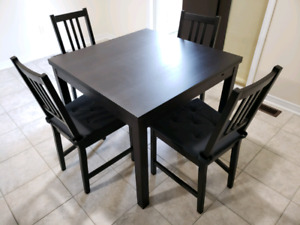 IKEA dinning table, expandable with 4 chairs
