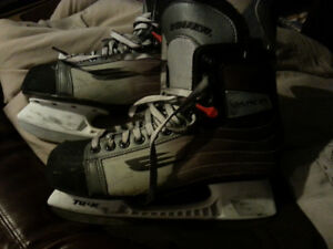 Vapor hockey skates