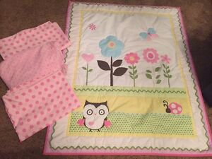Crib and toddler bed bedding