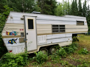 Old 5th Wheel Trailer for Parts