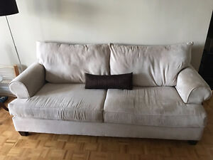 Super comfy couch needs a new home