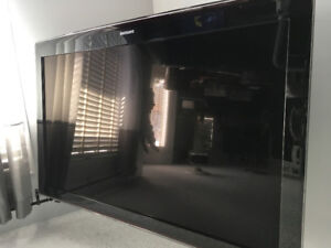 Samsung 52' tv with bracket for sale