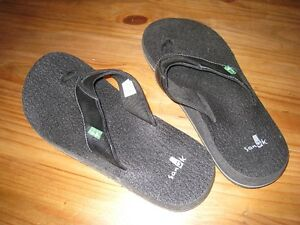 Men's Sanuk Flip Flops - Brand New