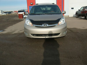 2007 TOYOTA SIENNA AWD LIMITED 7 PASSANGER, LOW KMS