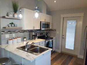 CONDO BY THE BEACH MINUTES TO PENTICTON AND 25 TO KELOWNA