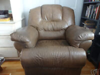 Fauteuil inclinable en cuir brun/Reclining brown leather chair