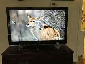 "46"" Samsung TV in excellent condition"