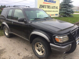 2000 Ford Explorer Sport SUV, Crossover