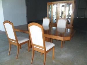 Beautiful Oak Dining Room Furniture Kingston Kingston Area image 3