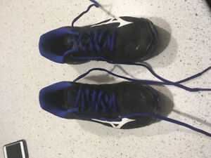 Volleyball mizuno wave lighting Z4 court shoes.