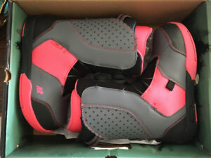 K2 Kat Boa snowboard boots- girls size 6. Excellent condition!!