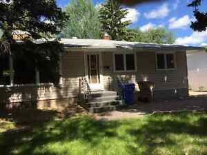 Vacant 5 bedroom house walking distance to UR