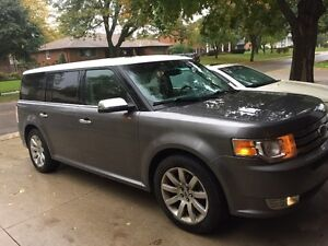 2009 Ford Flex Limited AWD - LOW KMS! - NO Accidents!