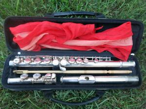 Yamaha Flute Model YFL-211 in perfect shape!  Plays amazing!