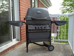 barbecue fonctionnel a donner St-Foy