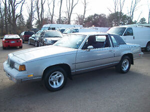 1988 OLSDMOBILE CUTLASS SUPREME 2DR  V8