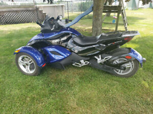 2008 Can-am Spyder - blue/black - very rare!