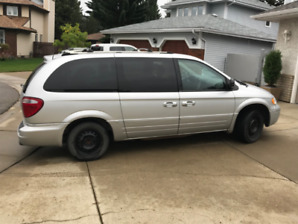 2005 Chrysler Town & Country Limited Minivan, Van