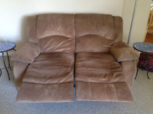 Excellent Condition Reclining Love Seat Couch