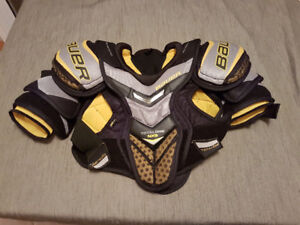 Adult small Bauer total one NRG shoulder pads