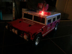 TONKA FIRE RESCUE WITH BRAND NEW BATTERIES INCLUDED ONLY 7$ London Ontario image 4
