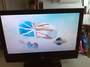 """VIEWSONIC 22"""" LCD TV, GREAT COLOR, GREAT CONDITION."""