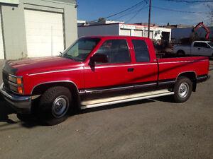 1993 Chevrolet Silverado 2500 LOW KMS.