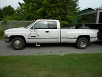 1999 Dodge SLT 3500 Pickup Truck
