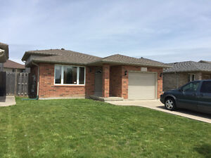 Furnished House (Like New) in South Windsor (3+1 Bed,2 Bath)