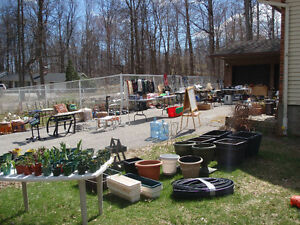 Vente de garage et vivace / Garage Sale and Perennial Plant Sale