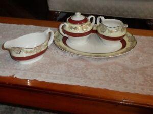 Ensemble 5 pièces en porcelaine anglaise