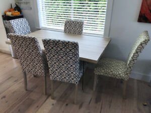 Dining table and 5 chairs. Comes with covers