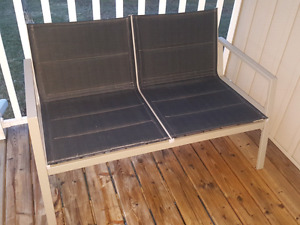 Patio love seat and 2 chairs in great condition