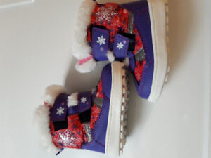 Toddler girl winter boots.  Size 6.