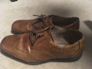 YOUTH size 7 shoe (Brown)