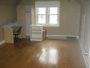 Student rooms for rent  - Steps to school Kitchener / Waterloo Kitchener Area image 3
