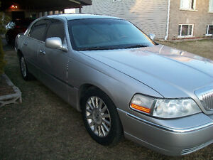 2004,Lincoln,Town,Car,ULTIMATE,edition,Trades,Certified,1,200,km