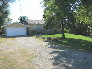 3+1 BEDROOM WITH HOT TUB ON COUNTRY SIZED LOT!