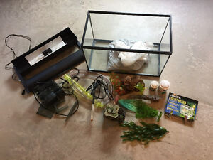 Hagen 10US Gallon Fish Aquarium