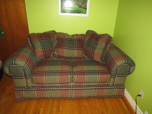 Quebec made couch West Island Greater Montréal image 1